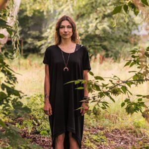 Czarna Tunika Sukienka Mocy Anna Protas Fot: Daria Olzacka, Wizaż: Justyna Lunar Make Up, Mod: Kasia Raw