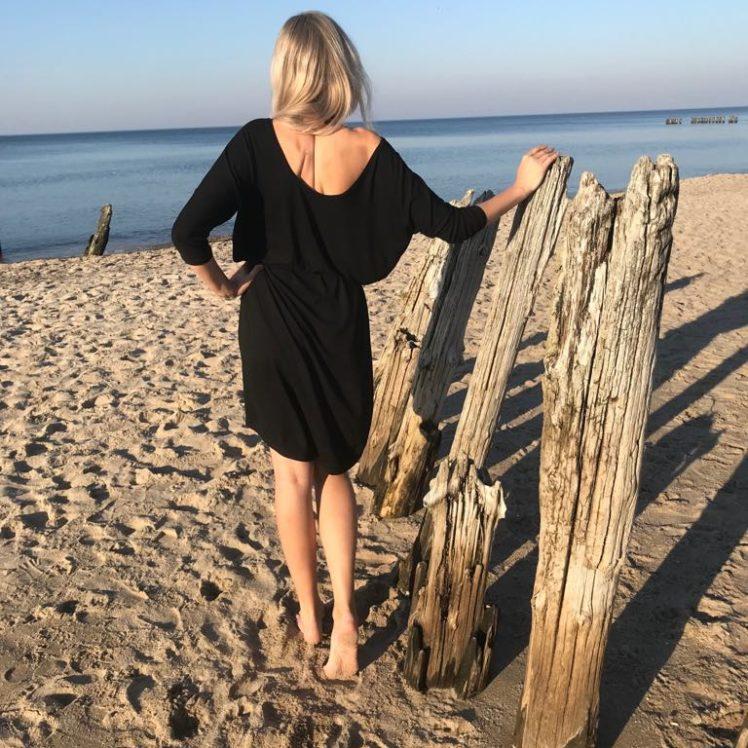 Czarna Sukienka Mocy z Rękawami W roli modelki fotografka Daria Olzacka w obiektywie męża :)